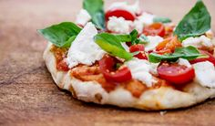 Authentic italian Pizza! #mozzarella #pomodori #basilico