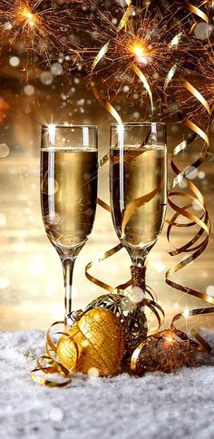Champagne glasses in . -setting Champagne glasses in . Happy New Year Images, Happy New Year Wishes, New Year Greetings, Merry Christmas And Happy New Year, Gold Christmas Decorations, New Years Decorations, Christmas Settings, Happy Birthday Pictures, Birthday Images