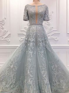 Here is a closer look of LIZA SOBERANO dove gray couture gown with full threadwork embroideries which made her win the Best Dressed of the Night in Star Magic Ball. Liza Soberano Gown, Elegant Dresses, Nice Dresses, Couture Dresses, Fashion Dresses, Ball Dresses, Prom Dresses, Debut Gowns, Grey Gown