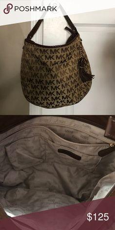 Authentic Michael Kors Purse Authentic Michael Kors Purse. Lightly used. Like NEW!!! Michael Kors Bags Shoulder Bags
