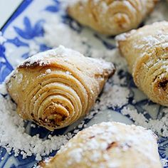Classic Italian cookies, made from tightly rolled pastry dough, wound around sweet ricotta cheese filling.