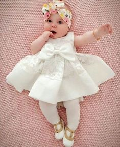 Pin by Abigail Menrod on Baby girl♡Pin by Nikki Robinson on Eliana and baby Willow's room Newborn Fashion, Baby Girl Fashion, Kids Fashion, Babies Fashion, Cute Baby Girl Outfits, Baby Girl Dresses, Stylish Baby, Trendy Baby, Cute Little Baby