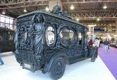 A well ornamented 'last ride' =µ) Vintage Cars, Antique Cars, Vintage Goth, Vintage Stuff, Flower Car, Six Feet Under, Bizarre, Fiat 500, Van