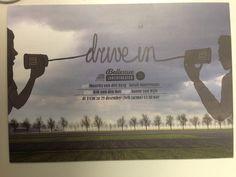 Flyer van Theater Bellevue over voorstelling Drive In. Heel simpel, niet echt duidelijk waar het over gaat.