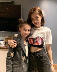 Jennie and Ella Gross model and YG trainee ❤️ Blackpink Jennie, Mode Kpop, Blackpink Photos, Blackpink Fashion, Blackpink Jisoo, 2ne1, Yg Entertainment, South Korean Girls, Kpop Girls