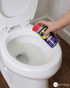 wd 40 uses stains & wd 40 uses ; wd 40 uses cleaning ; wd 40 uses cars ; wd 40 uses hacks ; wd 40 uses shower doors ; wd 40 uses stains ; wd 40 uses cleaning car ; wd 40 uses cleaning how to remove Household Cleaning Tips, Toilet Cleaning, Household Cleaners, Cleaning Recipes, Diy Cleaners, House Cleaning Tips, Diy Cleaning Products, Cleaning Solutions, Cleaning Hacks