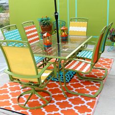 Is your patio furniture worn out and tired? Update your old patio set and take it from drab to fab with this easy to follow DIY tutorial! Diva of DIY featured on Kenarry.com