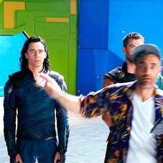 #TomHiddleston, #ChrisHemsworth and #TaikaWaititi on the set of #ThorRagnarok. Source: https://www.youtube.com/watch?v=EOgMQyJhnl4 #Loki