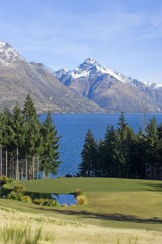 Find me a public golf course in a more spectacular location!