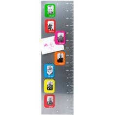 TOISE CADRES PHOTOS  Toise agrémentée de sept cadres photos magnétiques. Look color block.   EN STOCK  35€   - Livraison en 3 à 4 jours.
