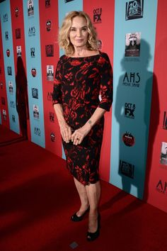 Jessica Lange = Flawless American Horror Story: Freakshow premiere