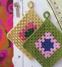 pretty joined to make a blanket Crochet Potholder Patterns, Crochet Square Patterns, Crochet Squares, Crochet Motif, Crochet Designs, Crochet Doilies, Crochet Kitchen, Crochet Home, Love Crochet