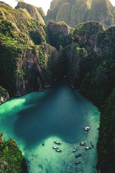 Phi Phi Islands, Phuket 🏝️ (Photo: Alexander Neimert) I share Cappadocia pictures from many holiday Phi Phi Island, Sexy Fotografie, Places To Travel, Places To See, Travel Destinations, Honeymoon Island, Thailand Photos, Secluded Beach, Destination Voyage