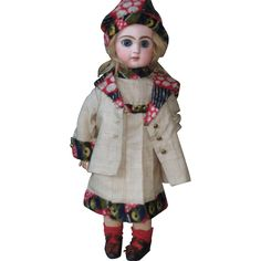 for around 34 cm -13 inch DOLL.  SILK and FUR FELT-IN GOOD CONDITION. DRESS is long 22cm -8,6 inch.  shoulders 10 cm -3,6 inch.
