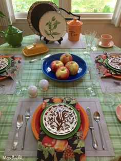 October 15, 2017 Tangerine, scarlet, shamrock and lapis fiesta. HLC vintage duraprint 'chanticleer' rooster plates.