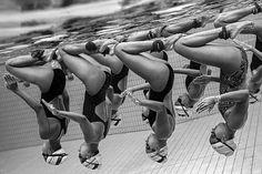 Серия снимков «Подводная грация» о команде по синхронному плаванию из Сингапура. Автор — Джонатан Ип Чин Тонг (Сингапур)