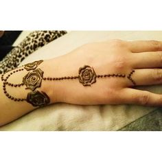 Bling Sparkle: 40 Creative Yet Simple Mehndi Designs For Beginner. Latest Simple Mehndi Designs, Rose Mehndi Designs, Mehndi Designs For Kids, Mehndi Designs For Beginners, Modern Mehndi Designs, Mehndi Design Pictures, Henna Designs Easy, Beautiful Mehndi Design, Henna Tattoo Designs
