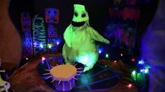 "An amazing ""The Nightmare Before Christmas"" animated cake!"