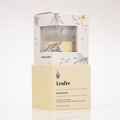Floral cosmetic packaging rustic botanical illustrations for a handcrafted and feminine look. Candle Packaging, Flower Packaging, Tea Packaging, Brand Packaging, Skincare Packaging, Cosmetic Packaging, Beauty Packaging, Cosmetic Box, Cosmetic Design
