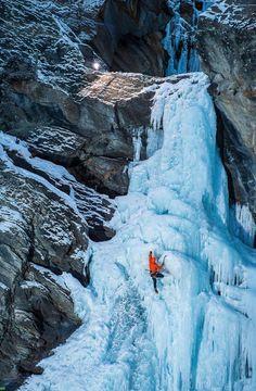 Beautifully Blue Frozen Waterfall in Italy - My Modern Metropolis