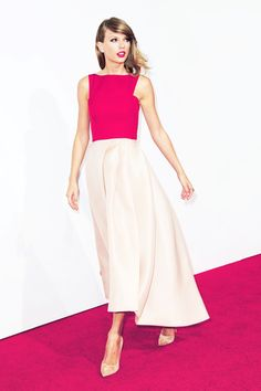 Taylor Swift at The Giver New York Movie Premiere Monique Lhuillier Red All About Taylor Swift, Taylor Swift Style, Taylor Swift Pictures, Taylor Alison Swift, Monique Lhuillier, Look Formal, Little Bit, New York, Sofia Carson