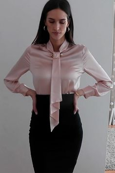 Chic and shiny silk shirts for work. Stylish Work Outfits, Classy Outfits, White Shirts Women, Blouses For Women, Secretary Outfits, Business Outfits Women, Satin Bluse, Beautiful Blouses, Professional Outfits