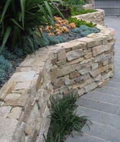 Le Fremantle Extensione: Alpine dry stone cladding for my retaining wall