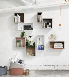 Nieuw in de collectie: Mini Stacked van Muuto. Handige opbergvakken voor aan de muur in drie verschillende afmetingen en in wit of eiken. www.houtmerk.nl