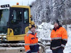 W.RK Infra Oy:n kaivinkonemiehet purevassa pakkassäässä. #seikkailupuistoHuippu #espoo #Leppävaara #seikkailupuisto