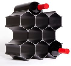 Inspired by nature, WineHive's modular wine storage system is customizable to fit your space and expandable to grow with your wine collection. Made in USA of satin anodized aluminum. Wine Gadgets, Geek Gadgets, Kitchen Gadgets, Contemporary Wine Racks, Wine Rack Design, Cellar Design, Wine Gift Baskets, Fractal Design, Tasting Table