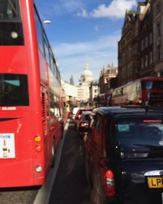 120/366 - This is London. #london #thisislondon #city #urban #urbanexploration #unfocused #view #streetlife #trafficjam #friday #weekend #project365 #mobilephotography