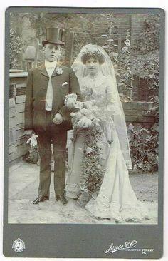 ANTIQUE CABINET WEDDING PHOTO BRIDE & GROOM YOUNG COUPLE VINTAGE FASHION C1890