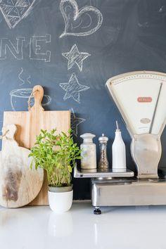 Old-fashioned kitchen scale | Styling Sabine Burkunk | Photographer Hans Mossel | vtwonen November 2014