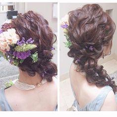 お色直しヘア。 ヘアメイクさんがとってくれた写真。thesurreyのドレスは後ろがしっかり空いているので、どうせなら見せてしまおうと、背中にかからない髪型をオーダー。4つ編みでお花をこんもり。  #お色直しヘア#花嫁ヘア#披露宴ヘア#花冠#花かんむり#ヘッドドレス#波ウェーブ#生花#生花てんこ盛り#日本中の卒花嫁さんと繋がりたい ヘアメイクリハーサル#指示書#レストランウエディング#ナチュラルウエディング#夏婚#ブルードレス#お色直し#カラードレス#ブーケ#お色直しブーケ#クラッチブーケ#thesurrey#thesurreywedding #結婚式#人前式#プレ花嫁#卒花#卒花嫁#卒花レポ#日本中のプレ花嫁さんと繋がりたい#日本中のプレ花嫁さんとつながりたい#日本中の卒花嫁さんと繋がりたい