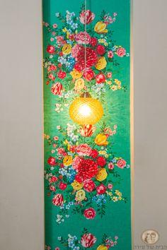 נישה עם טפט פרחוני וגוף תאורה צהוב Living Room, Painting, Home Decor, Art, Art Background, Painting Art, Sitting Rooms, Kunst, Drawing Room