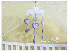 Móbile de nuvem com chuva de coração feito em feltro, artesanato