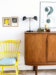 Nordisk med farver: Her er alt valgt med hjertet Tiny Living Rooms, Retro Living Rooms, Home Living Room, Nordic Interior, Interior Design, Arch Interior, Danish Apartment, Vintage Interiors, Retro Home