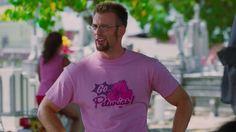 Chris Evans prova que tem que ser muito macho pra usar rosa...ou petúnias.
