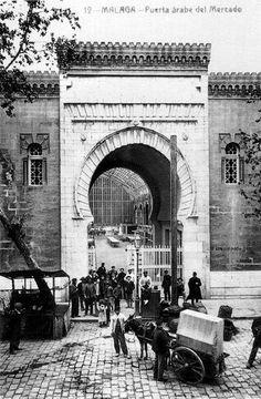 Puerta Árabe del mercado Central o de Atarazanas. Málaga, Spain. 1920.