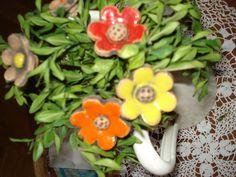 Už+rozkvetly+............+Keramické+zápichy+-+květiny+můžete+zapíchnout+kdekoliv+.+Jsou+hezké+i+ve+džbánu+společně+s+buxusem+apd.,nikdy+nezvadnou+.+Tyčka+je+přírodní+ze+svídy+.+Cena+je+za+kus+.+Velikost+.4.5+x+4.5+cm