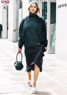 Looking for some inspiration for what to wear on a first date? Here are 13 fail-safe coffee-date outfits. Looking for some inspiration for what to wear on a first date? Here are 13 fail-safe coffee-date outfits. First Date Outfits, Club Outfits, Night Outfits, Work Outfits, Coffee Date Outfits, Cool Bomber Jackets, Men's Jackets, Bomber Jacket Outfit, Cargo Jacket