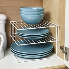 Kitchen Cupboard Organization, Kitchen Storage Solutions, Diy Kitchen Storage, Dishes Organization, Organize Kitchen Cupboards, Organised Kitchen Diy, Organization Ideas For The Home, Clever Kitchen Ideas, Cleaning Cupboard
