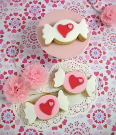 Bubble and Sweet: Sweetie valentine cookie tutorial   http://bubbleandsweet.blogspot.ca/2011/01/sweetie-valentine-cookie-tutorial.html