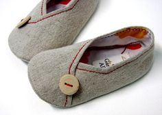 Too cute slipper pattern!  Wonder if I could make these in kid sizes?  Or adult sizes? :)