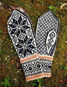 Ravelry: Norwegian Selbu Mittens pattern by Stefanie Canich Knitted Mittens Pattern, Knit Mittens, Knitted Gloves, Knitting Patterns Free, Free Pattern, Crochet Patterns, Knitting Ideas, Norwegian Knitting, Crochet Clothes