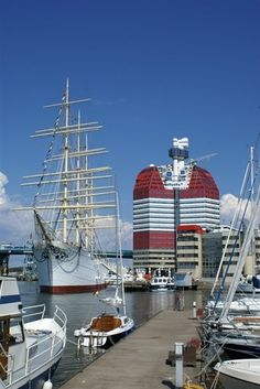 We have stayed on the boat to the left in the picture - Barken Viking is the name, very cool!!