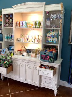 Sniffs 'N Wiggles Pet Wellness Boutique- Soap free Shampoo, Dog Toys, Pet odor Candles display, Eco-friendly, organic, USA made