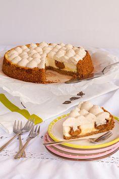 מתוקים ומאפים - ענבל רובין | InbalSweets | עוגת גבינה עם קרם קרמל וקצפת על בסיס עוגיות קרמל