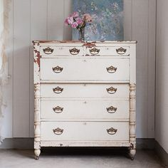 Shabby Chic vintage dresser. http://cococozy.com