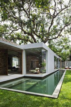 Modern Brazilian House Built Up and Around a Tree | http://www.designrulz.com/design/2015/01/modern-brazilian-house-built-around-tree/
